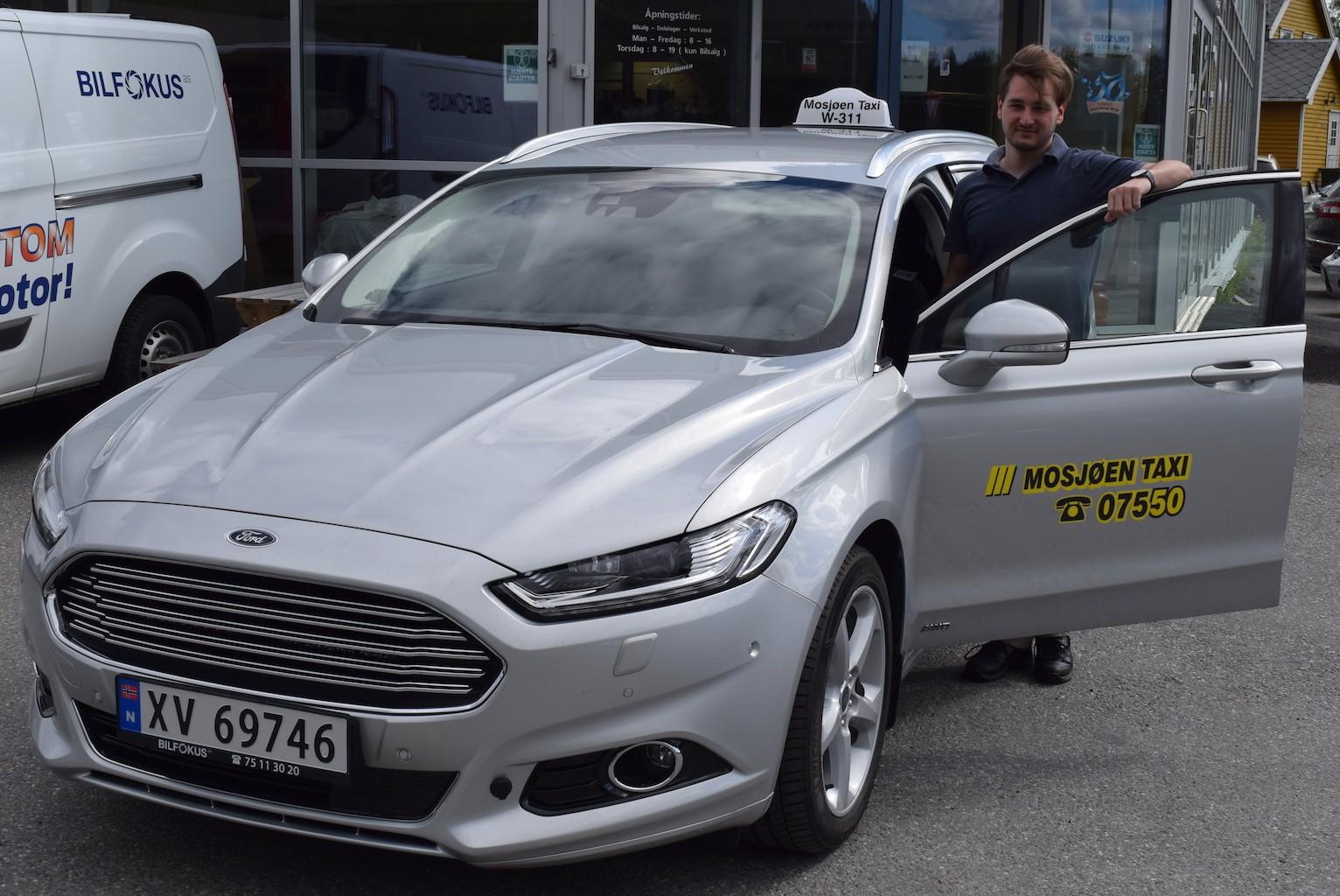 Jim Roger Aronsen med sin nye Ford Mondeo Titanium.