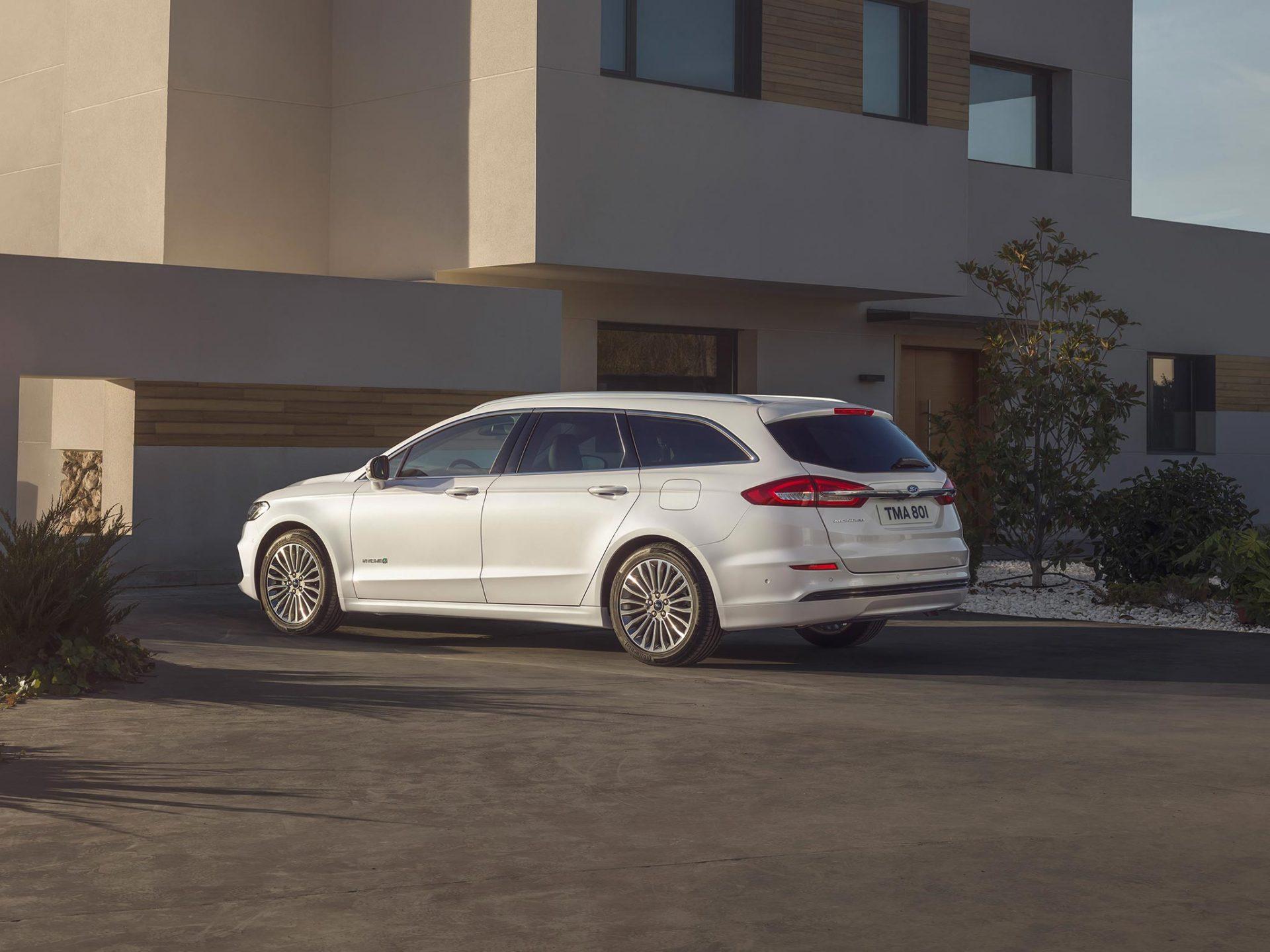 Nye Ford Mondeo Hybrid stasjonsvogn er en praktisk familiebil