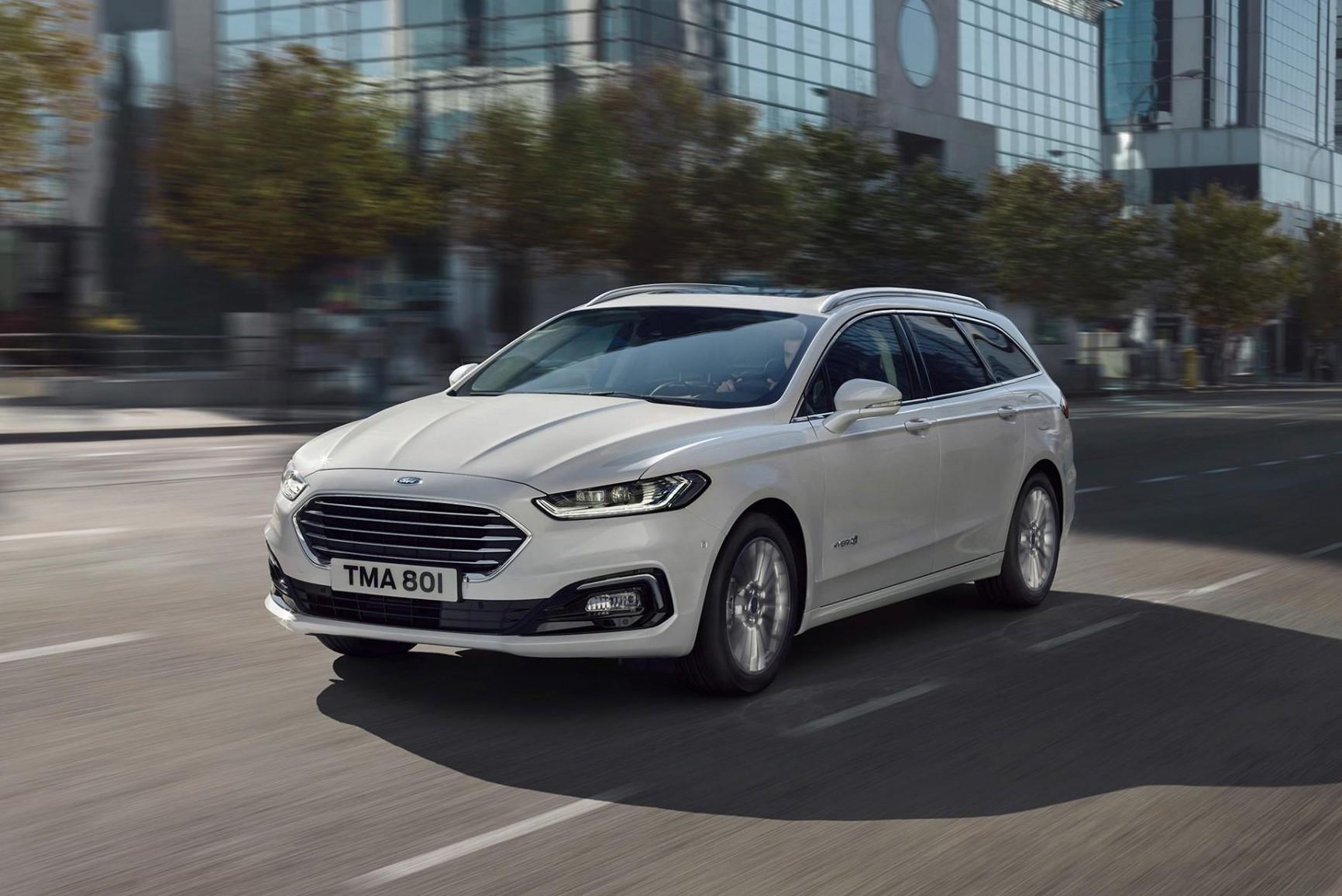 Nye Ford Mondeo Hybrid stasjonsvogn med god plass