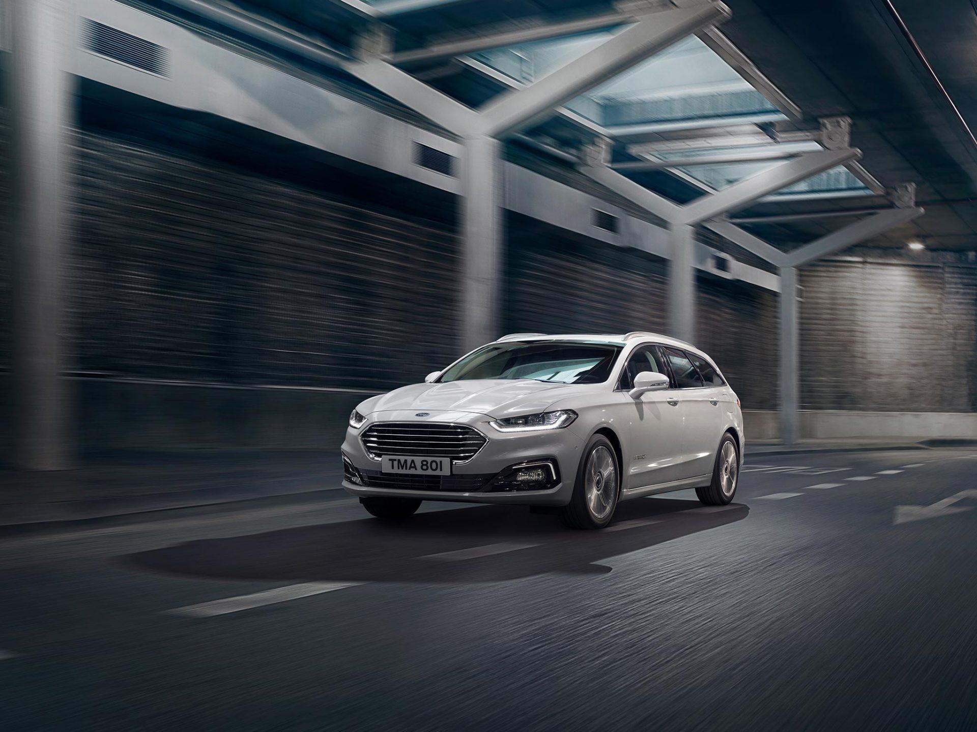 Ford Mondeo Hybrid leveres med automatgir og manuelt gir